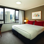 58447-room-type-adina-apartment-hotel-sydney-one-bedroom-queen